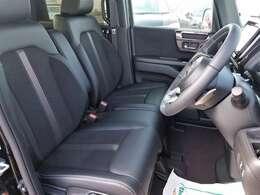 ベンチシートで使い勝手も良く、運転席と助手席はシートヒーターも装備!