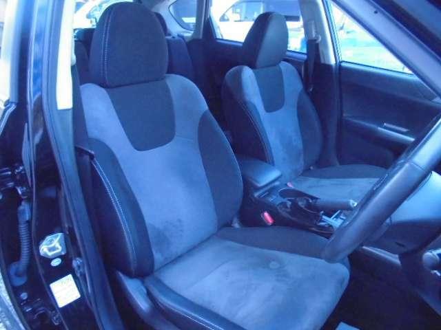 使用頻度の高い運転席でも使用感は少なく良い状態ですよ♪