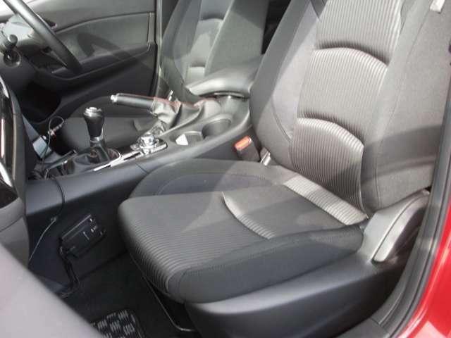 助手席周りもクリーニング済みですのご安心ください。もちろん乗り降りの際にドア付近のコスレなどもクリーニング済みです。