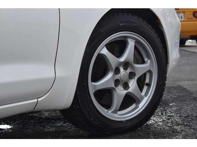 タイヤは4本とも新品に交換してお渡しいたします。