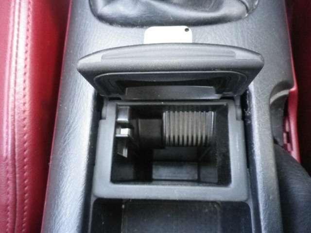 禁煙車では無い様ですが、灰皿はご覧の通りです。