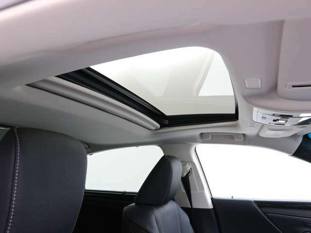 開放感のあるムーンルーフを装備しています。空気の入れ替えにも便利です。