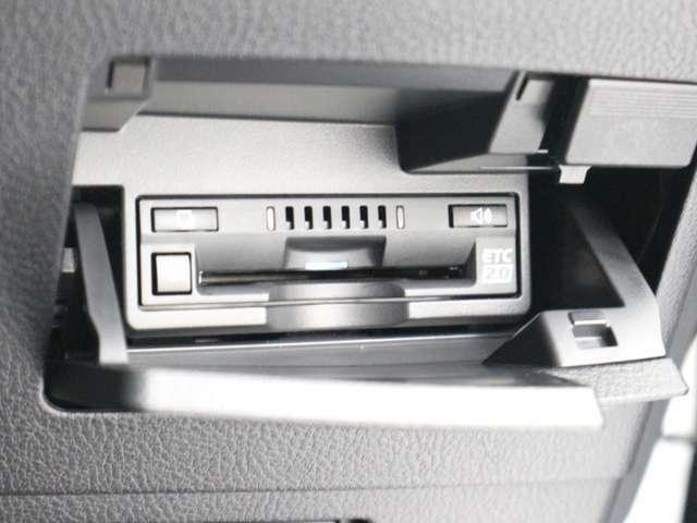 高速道路交通情報やITSスポット情報表示機能つきETC車載器。何かと便利です。