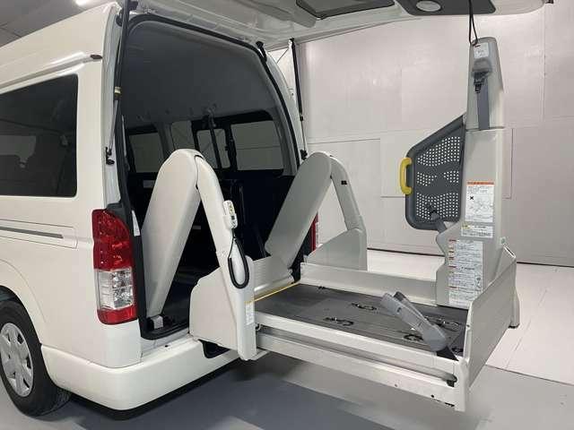 福祉装置の修理や点検メンテナンスも行います。福祉車両整備資格を取得した専門スタッフがご購入後もサポート。遠方の方には、福祉車両取扱士の資格を持つ近隣の整備工をご紹介いたします。