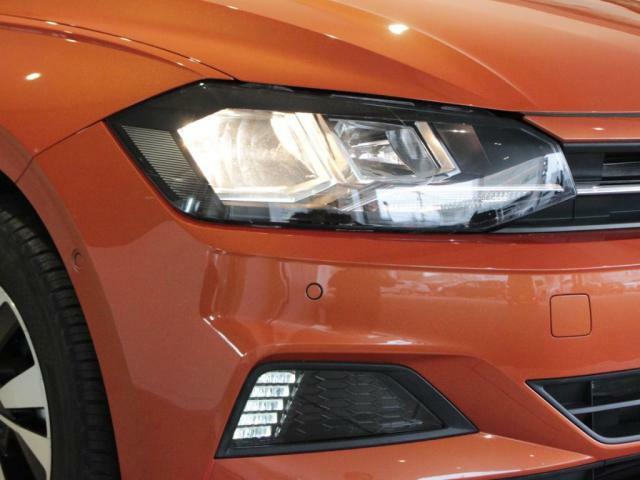 ハロゲンヘッドライトと、LEDデイタイムランニングライト装備!!