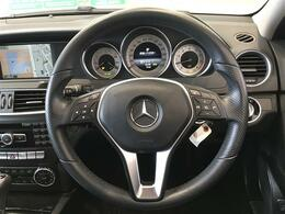 高級感のある革巻ステアリング!スレ等少なく状態良好!ステアリングスイッチ付きで、運転中の操作も便利です!