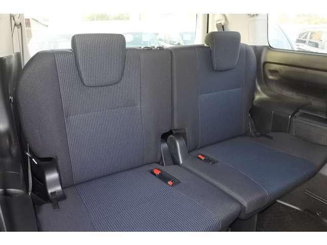 後部座席はゆったりとのびのびできる空間になっております!