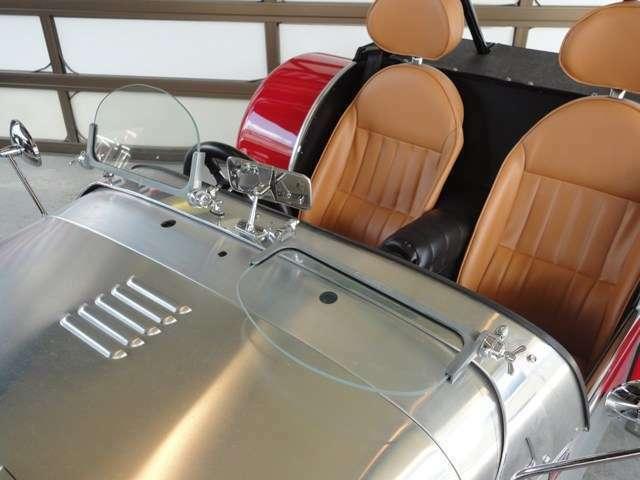 ブルックランズスクリーンは、運転席・助手席ともに可倒式で角度調整可能です。