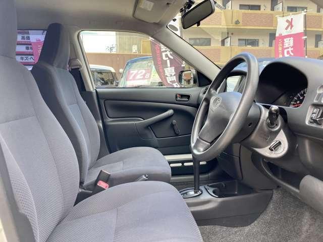 運転席には、シート上下アジャスターがあり、体格に合わせて調節できます!