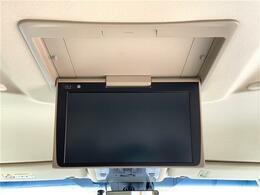 【純正12型フリップダウンモニター(V12T-R68C)】天井にモニターが装備されています!お子様など、ロングドライブでも退屈せず楽しくお過ごし頂けます☆