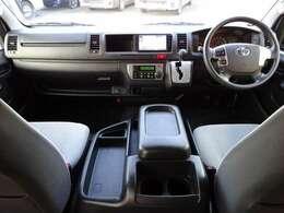 Wエアバッグ/ABS/スマートキー×2/イモビライザー/オートアラーム/アクセサリーコンセント(AC100V)/純正ETC/フロントオートエアコン/リヤクーラー/リヤヒーターが装備されています。