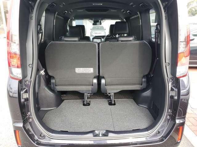 トランクルームは元々広いつくりですが、後部座席を格納すればさらに広くお使いいただけます。