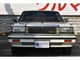 クリスタルホワイトのY30セドリックの入庫です!走行5万キロ台のワンオーナー車!フルオリジナル!