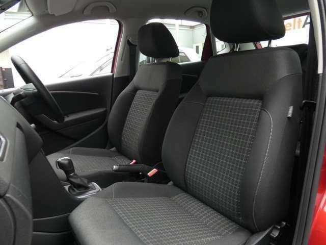 内装はシンプルに使い勝手を考え作られています。お車を運転する感覚をダイレクトにご体感いただけます。室内も広く、ロングドライブの際も快適にお過ごしいただけます。