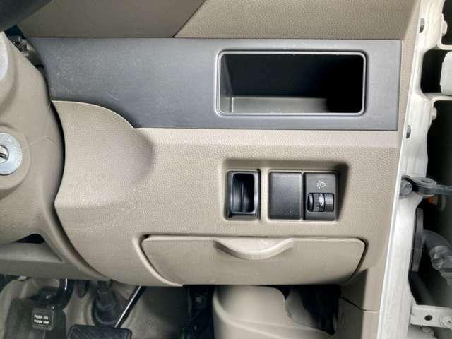 運転席からヘッドライトの光の調節が出来ます。