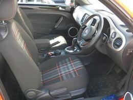 車両カラーをイメージしたお洒落なチェック柄シート!