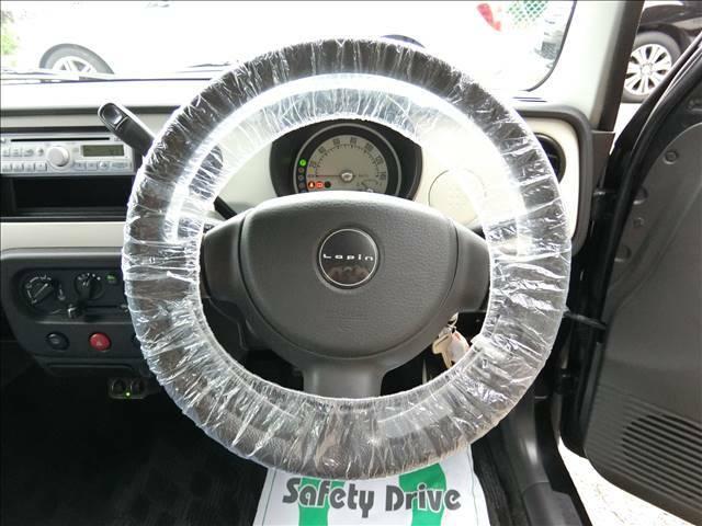 運転席に座るとこの様な感じです♪
