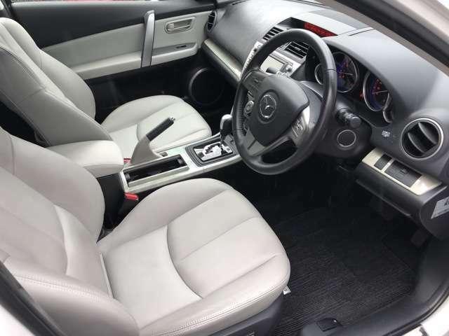 本革シート 運転席は電動シートです。