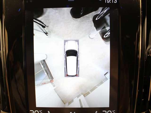 車を真上から見下ろしているような映像を表示させ、安全な駐車をサポートする360°カメラ クリアな画像で安心です!