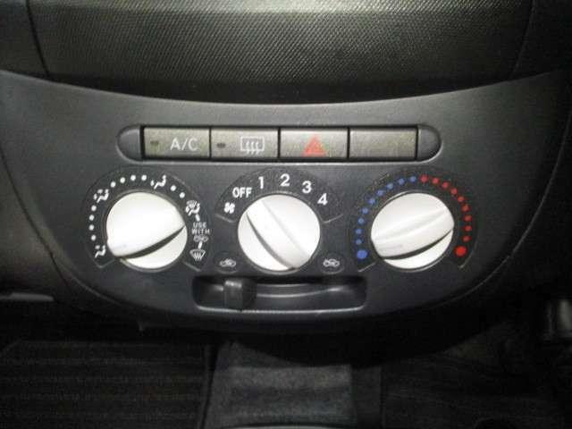 ☆マニュアルエアコン装備です!!温度・風量・風向きを任意に設定できます♪