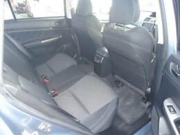 後席シートは倒してフラットになります!収納スペースがより広く使えます!