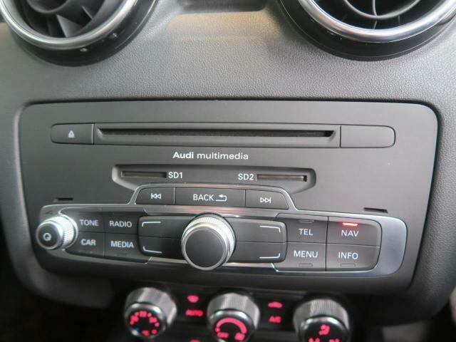 ●MMI『マルチメディアインターフェースを使用してナビやオーディオの操作を行います!お車やナビの設定、ジュークボックスやTVの切り替えなどすべての操作がお手元で可能です!』