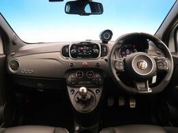 人気グレード「アバルト595 コンペティツィオーネ」が入庫しました。5速MTでお車の運転を楽しみたい方におすすめです!