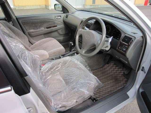 内装もクリーニング済みで綺麗なお車に仕上がっております^^