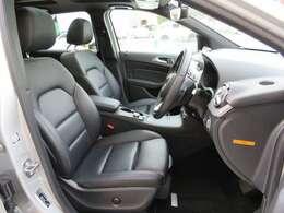 レザーARTICOシート、前席シートヒーター、キーレスゴー、メモリー付きフルパワーシート、電動ランバーサポート、アームレスト、フロアマット プレミアム