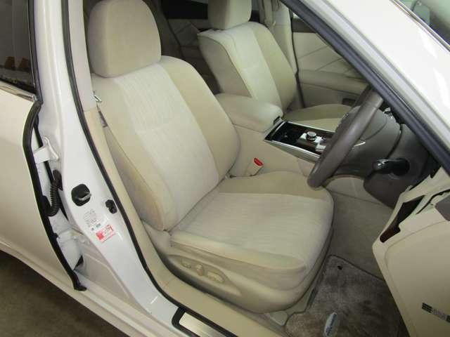 クッション性の高いシートは疲労度が少なく、また足元も広いので目的地まで快適に過ごせます♪