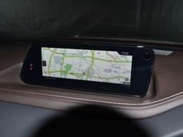 8.8インチのワイドディスプレイのマツダコネクトに、パナソニック製のナビゲーションSDカードが装着されています!地図の広範囲表示や2画面表示も見やすく、使いやすいナビゲーションです!
