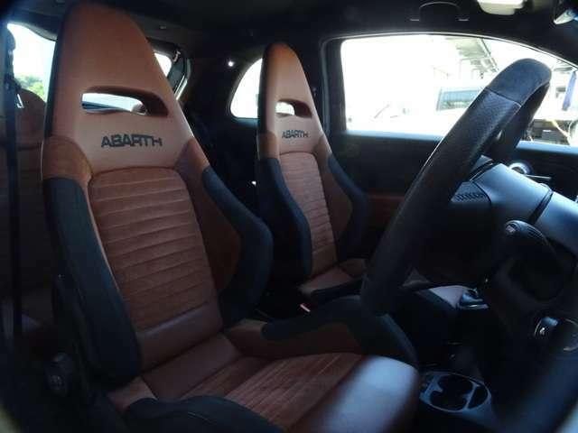 そしてこれが!595COMPETIZIONE標準装着のSABELTシート、セミバケットのこのシートに身を置いた瞬間、あなたはもうABARTHから離れられない・・・(続く)