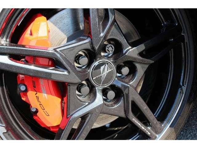 レッドキャリパー! Z51パフォーマンスPKGを装備しておりますので、ブレーキは、ブレンボの4ピストンモノブロックキャリパーになっております!