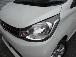 ヘッドライトは研磨仕上げでピカピカになっております。ヘッドライトが綺麗と車がご機嫌に見えますね。お気軽にご連絡ください