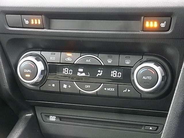 フルオートエアコン[運転席&助手席独立コントロール機能付]や黒本革シート[前席シートヒーター&運転席パワーシート内蔵]、オーディオステアリングスイッチなどその他、多数装備!!