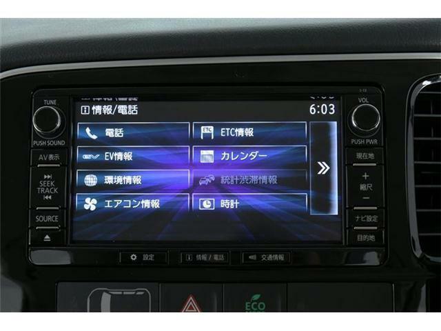 ナビはディーラーオプションナビ。最近の車はもうCD・DVDだけじゃなくフルセグやBluetooth機能も定番になってきました♪
