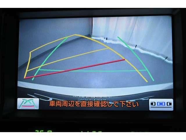 バックガイドモニターです。 ナビ画面に車両後方の様子を表示し、車庫入れや縦列駐車のサポートをします。