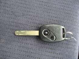 【キーレス】ボタンひとつで鍵の開閉ができます。少し離れたところからも使えます。非常に便利なアイテムです。