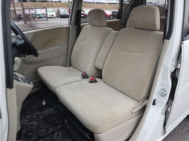 「助手席」 シートなどの状態も良く、目立つような傷や汚れはありません!