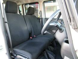 前席は足元も広くどなたでもベストなポジションで運転が可能です♪