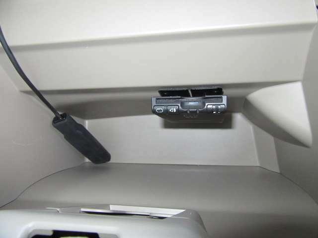 今や定番で必須アイテムのETCももちろん装備!小銭の用意もなくスイスイゲートを通過出来る便利なアイテムです!