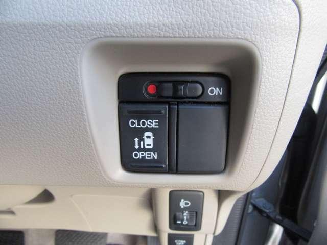 ハイトワゴン車だからこそ欲しいアイテム、電動ドアも片側に装備!運転席からも開閉操作が出来て便利なアイテムです!
