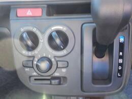 マニュアルエアコン使いやすさに配慮したシンプルなデザインです。