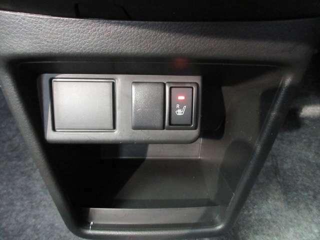 座面と背もたれにシートヒーターを内臓。身体を直接暖めることができます。