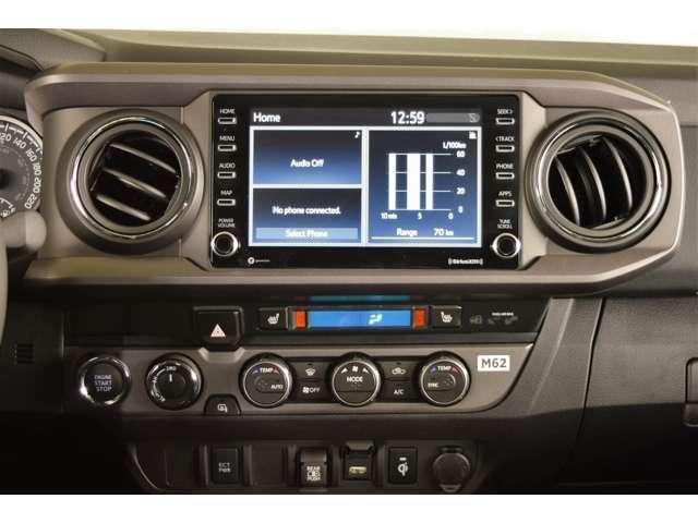 純正タッチパネルスクリーンにはアップルカープレイが装備されております。純正にてバックモニターも装備されております。