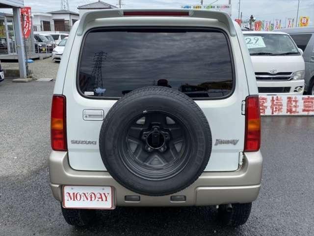 背面タイヤカバーはございませんので予めご了承ください。