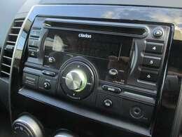 社外CDオーディオがが装備されております♪USB端子もございますので外部機器の接続も可能です♪好みの音楽を聴いて、ドライブをお楽しみ下さい♪