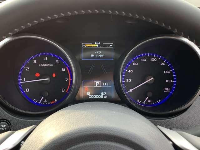 視認性の良い大型メーター★中央の大型液晶画面にさまざまな車両情報を表示してくれます★