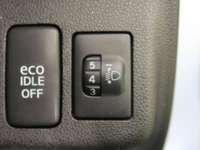 【ヘッドライトレベライザー】ヘッドライトをお好みの高さに調整可能です。