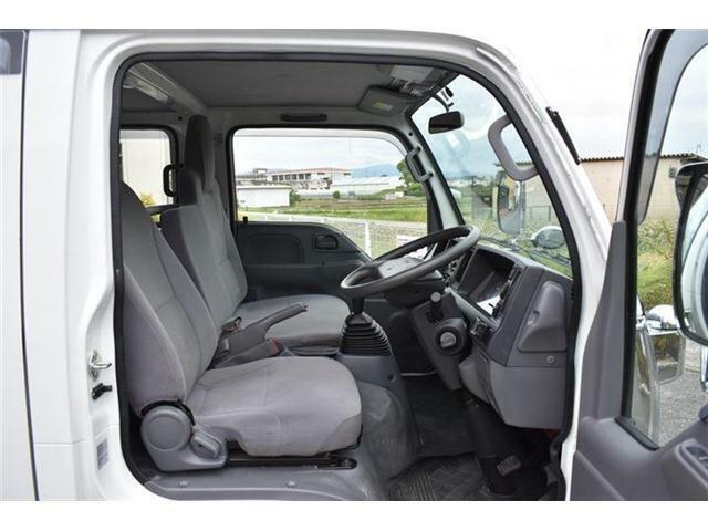 ■運転席も広く、このエルフは運転しやすいです♪